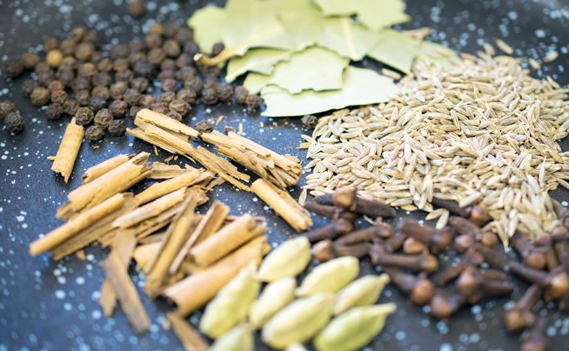 ガラムマサラはカレー粉とは違う万能スパイス